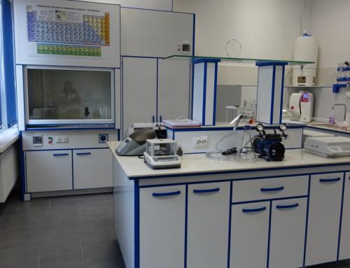 Апаратура на Лабораторията по техническа химия.