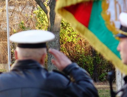 """Тържествена церемония във ВВМУ """"Н. Й. Вапцаров"""" по изпращане на офицер в запаса"""