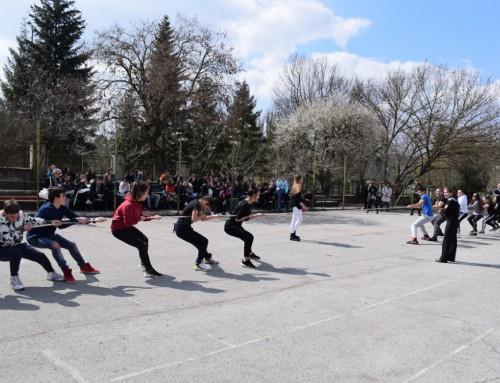 """Курсанти от ВВМУ """"Н. Й. Вапцаров"""" проведоха единно комплексно занятие с ученици от град Търговище"""