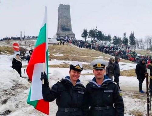 """ВВМУ """"Н. Й. Вапцаров"""" се включи в отбелязването на 141 години от Освобождението на България на връх Шипка"""