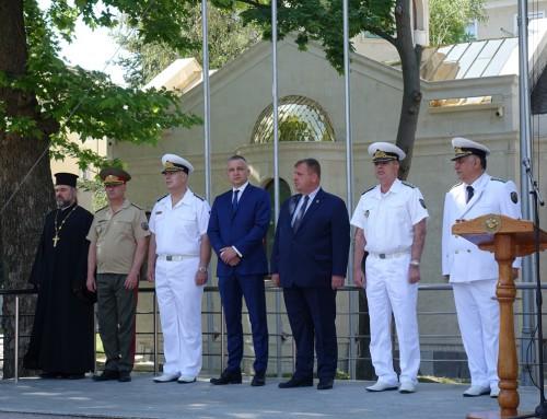 Курсанти поеха управлението на Морско училище за ден