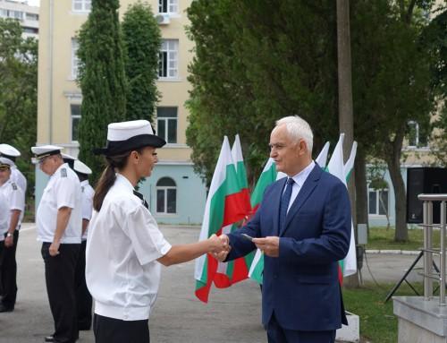 Заместник-министърът на отбраната връчи пагони на военнослужещи от Морско училище