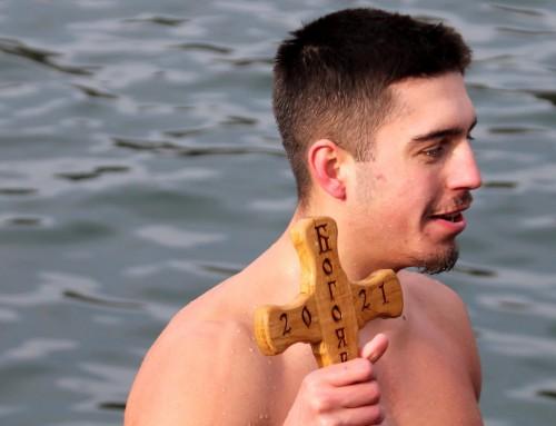 Студент от Морско училище спаси кръста във Варна